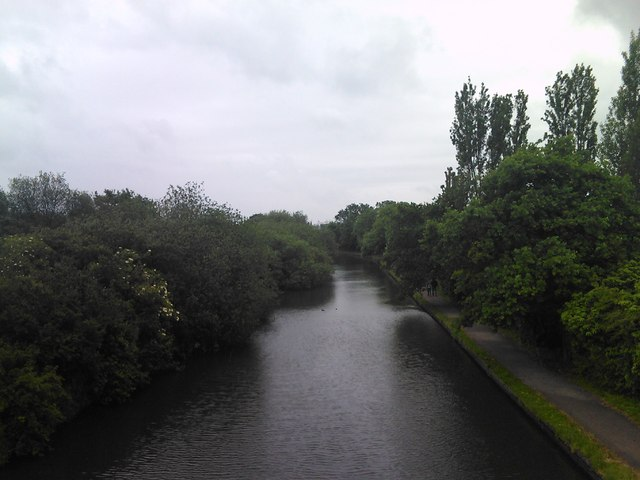 View of the Grand Union Canal from the wooden footbridge