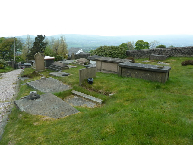 Charlesworth Congregational Church, Graveyard