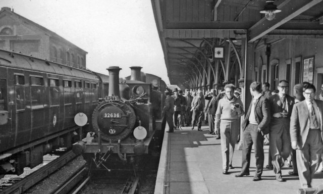 Animated scene on the platform at Seaford, after arrival of RCTS Sussex Rail Tour