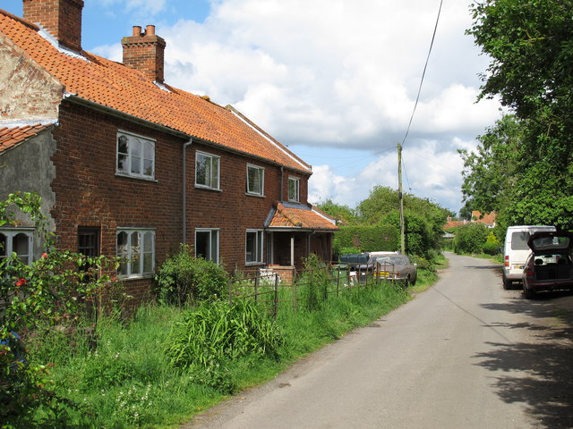 Rural housing on Low Road