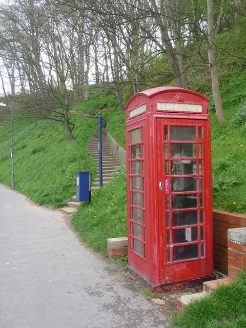 Filey: telephone box in Ravine Road