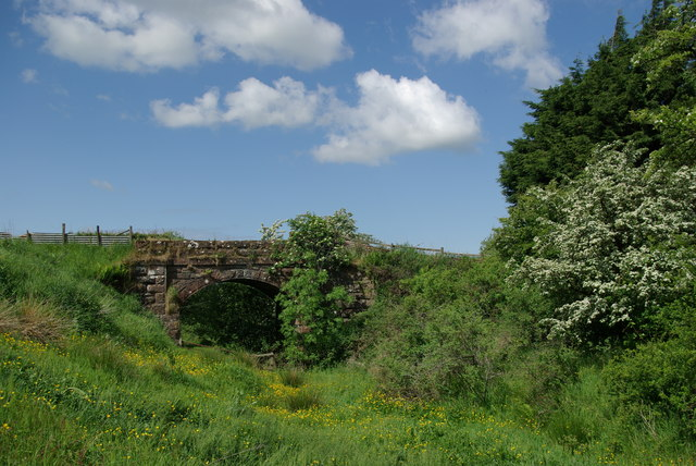 Bridge over dismantled railway north of Ashentree