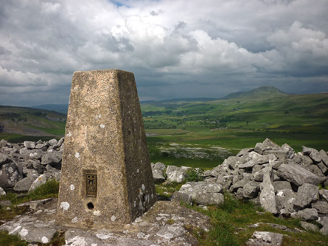 Trig point, Smearsett Scar (363m)