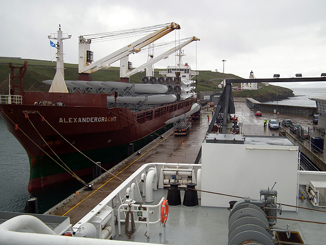 Wind turbine blades being unloaded at Scrabster