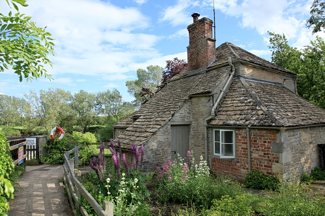 Lock Cottage, Buscot