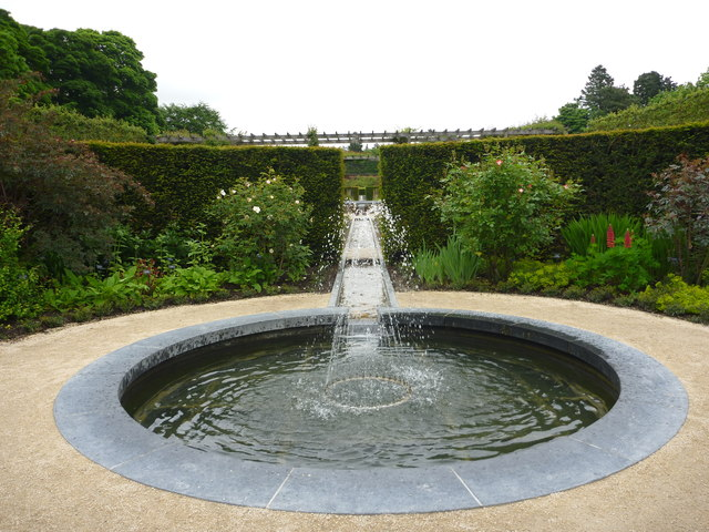 The alnwick garden a small pool in the richard west for Garden plunge pool uk