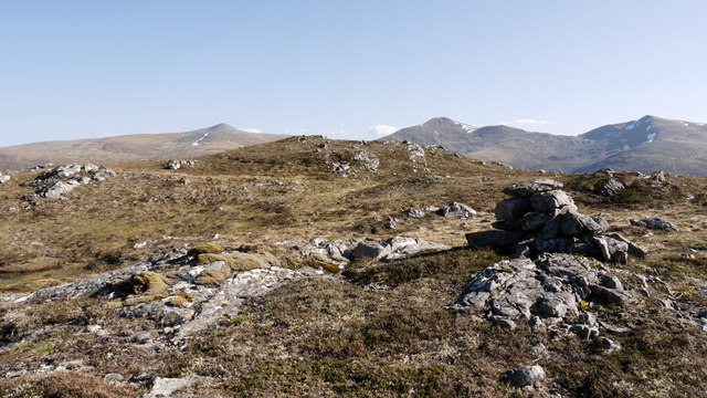 Ground east of summit of Beinn Mheadhoin