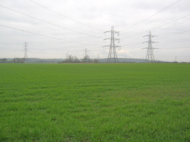 Arable land and pylons at Staythorpe