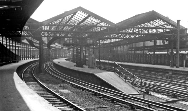 'Old Euston': inward in centre of Station