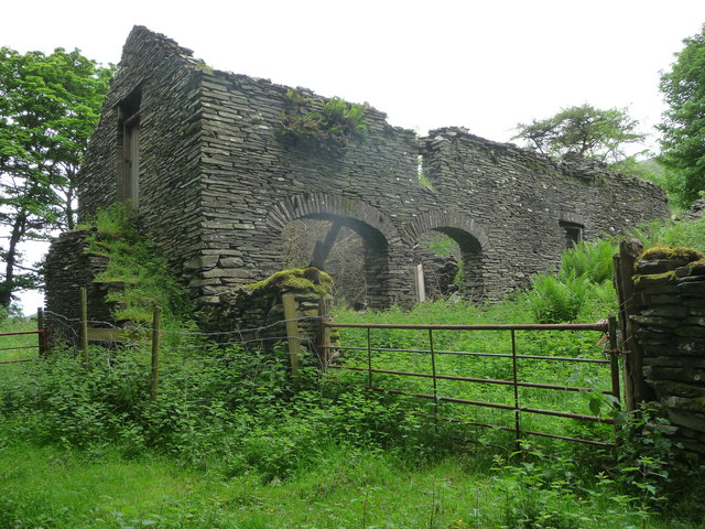 Derelict farm buildings at Llaneithyr farm