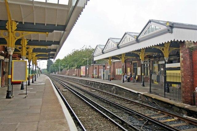 Platform Canopies Birkdale Railway 169 El Pollock Cc By