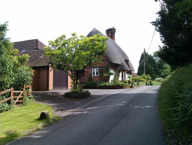 Knapp Lane with thatched cottage