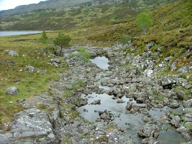 Unnamed burn flowing towards Loch Sealbhanach