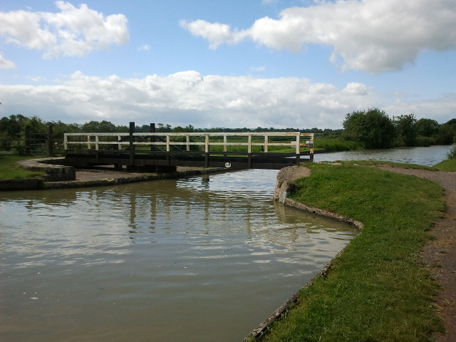 Bridge 155 on the Kennet and Avon Canal, looking west