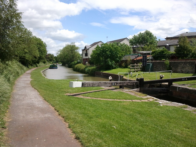 Kennet and Avon Canal, at Devizes, looking east