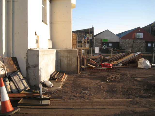 Flood wall for the New Quay Inn