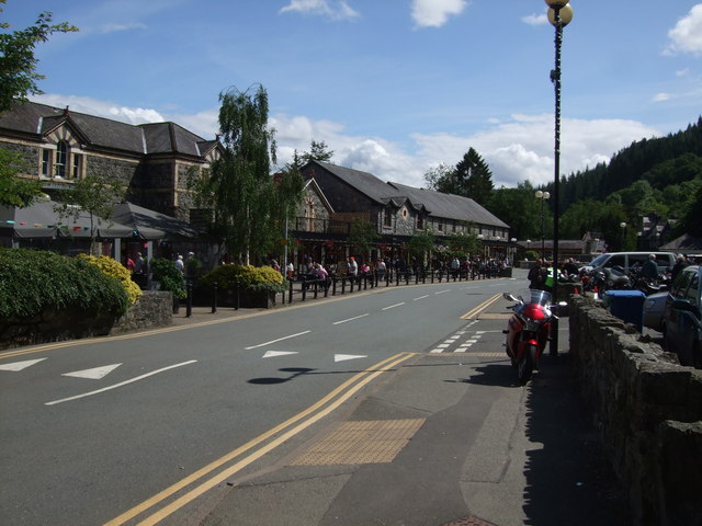 Betws Y Coed railway station shops