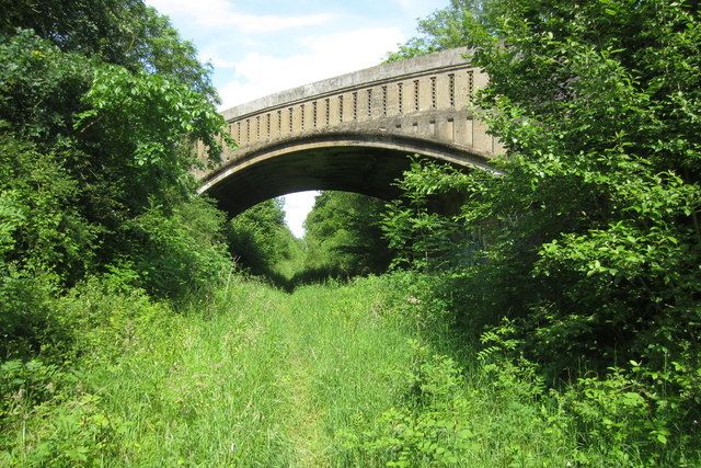 Bridge taking Salden lane over the disused railway