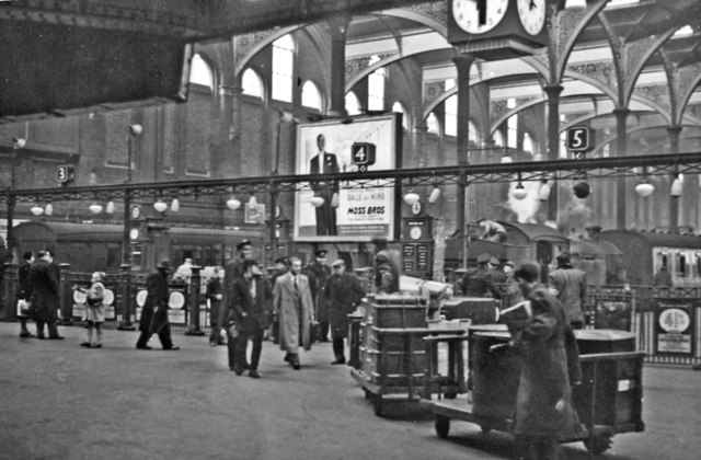 Liverpool Street Station: West Side barriers