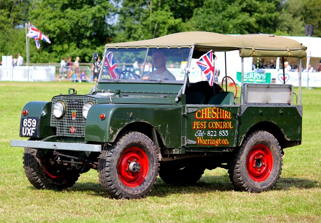 Vintage Land Rover at the Cheshire Show