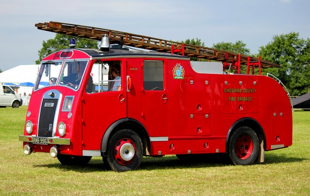 Vintage Fire Engine at the Cheshire Show