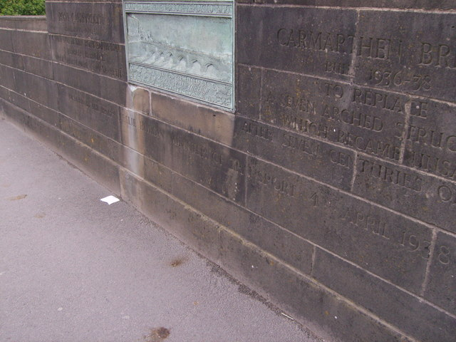 Inscription and plaque for Carmarthen Bridge