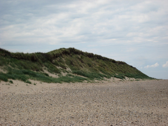 Scolt Head Island Traverse 3: High dunes seen from the beach