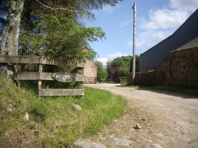 Access to Whiteknowes farmyard