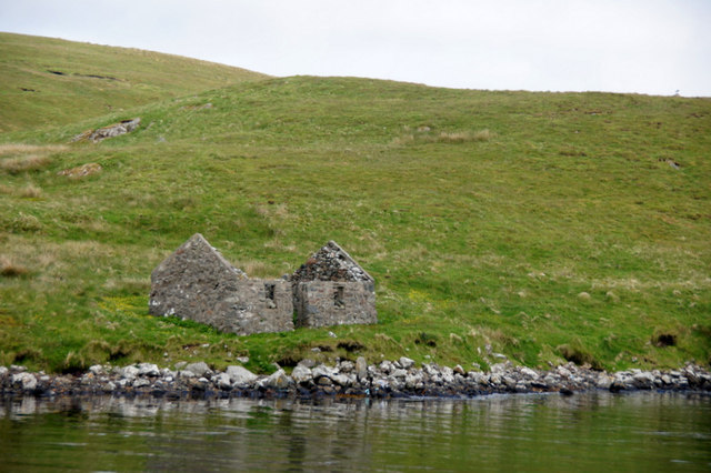 Ruined crofthouse beside Lax Firth, North Nesting