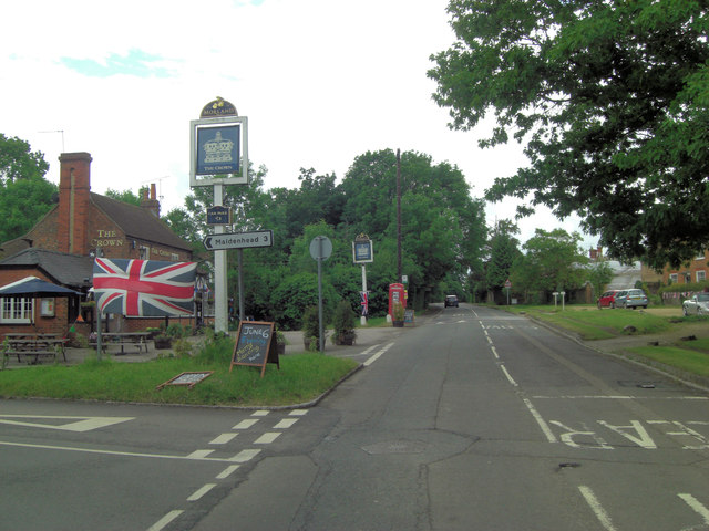 Burchetts Green Road passes The Crown