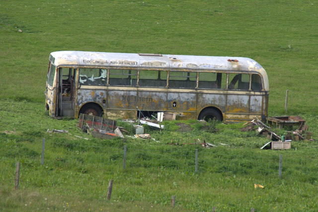 Old bus at Brough, South Nesting