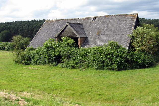 Unused farm building at Hundreds Farm