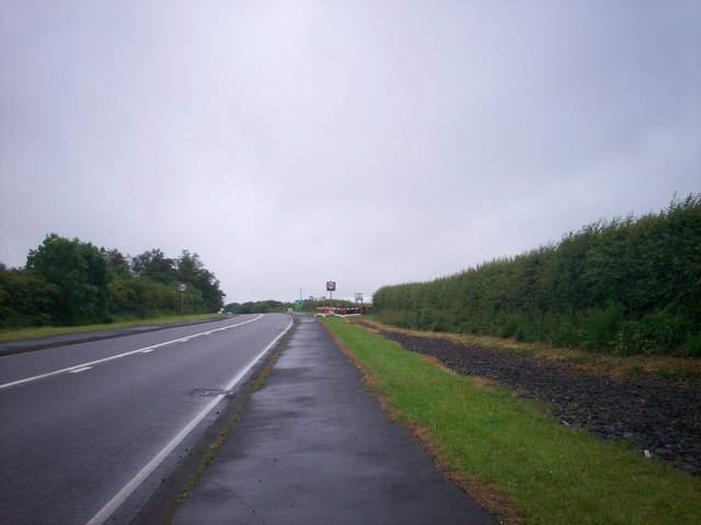 Subsidence at side of A477, Llanteg