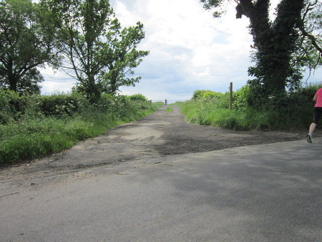 A footpath leading to Blades Farm
