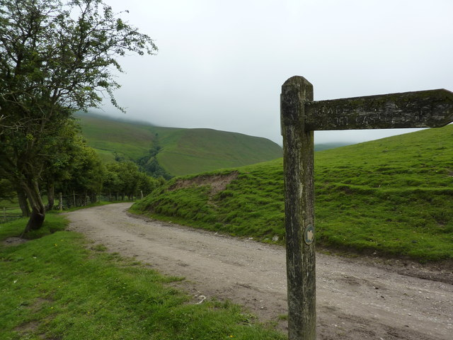 Footpath sign to Alport Castles