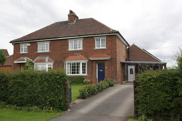 Semi Detached House Room Over Drive