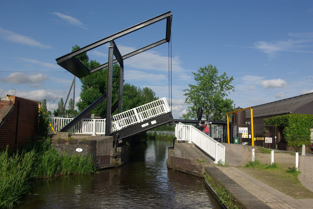 Ivy House Lift Bridge, Caldon Canal