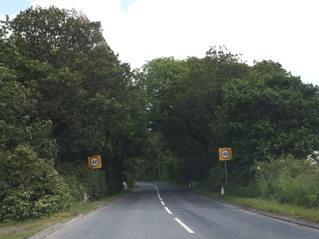 Speed limit signs on Ningwood Common (A3054)