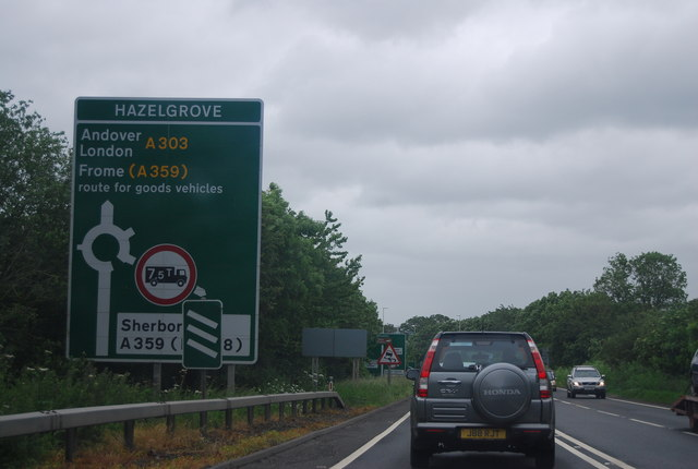 A303 Approaching Hazelgrove Roundabout 169 N Chadwick Cc By