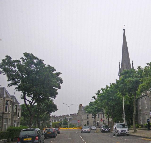 Street scene along Fonthill Road