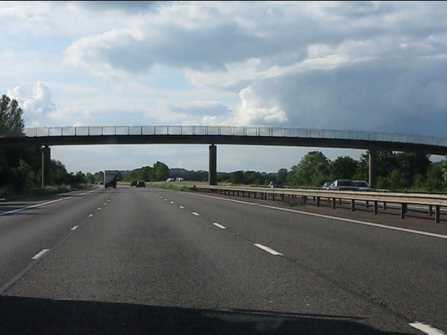M40 motorway - Crab Tree footbridge