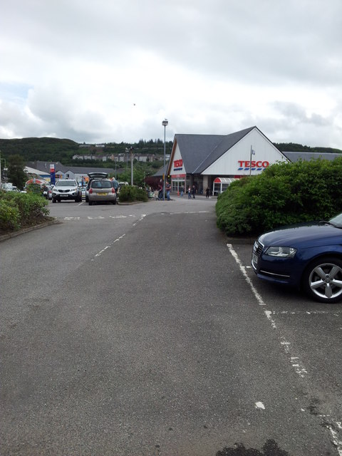 Tesco Car Park, Oban © Steve Partridge cc-by-sa/2.0 :: Geograph Britain and Ireland