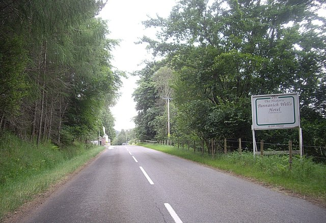 Approach to Pannanich Wells Hotel
