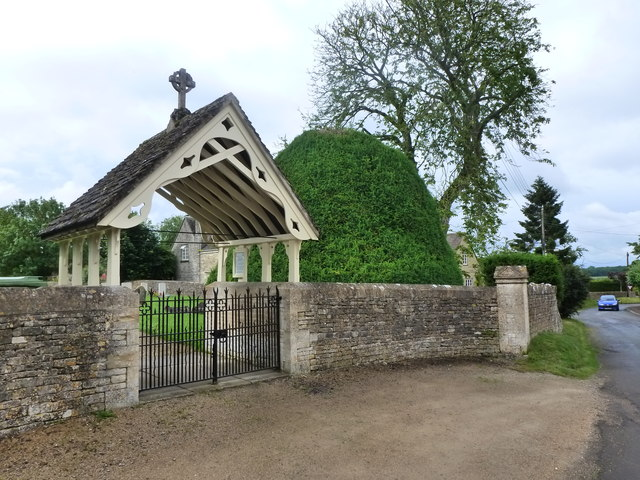 Entrance to cemetery, Kemble