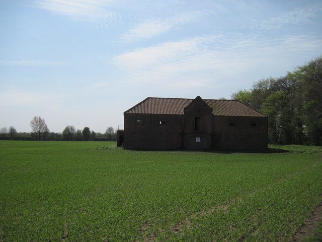 Disused  barn  in  field  at  Little  Normanby  Farm