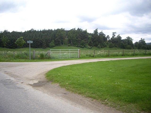 Entrance sign to 'Dallyfour'