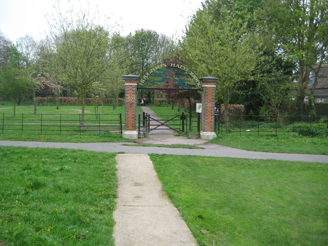 Houghton Regis: Houghton Hall Park entrance