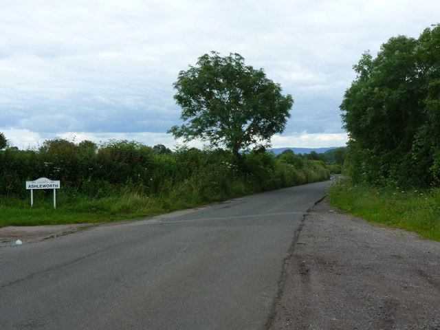 Road scene at the edge of Ashleworth 