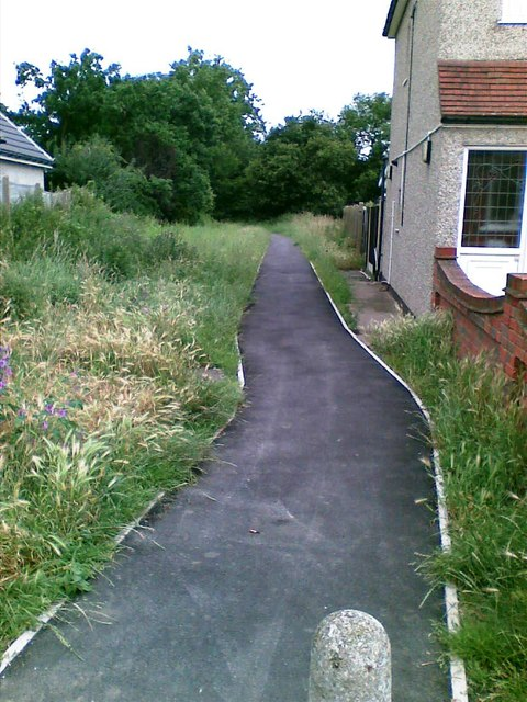 Path off Frederick Road, South Hornchurch