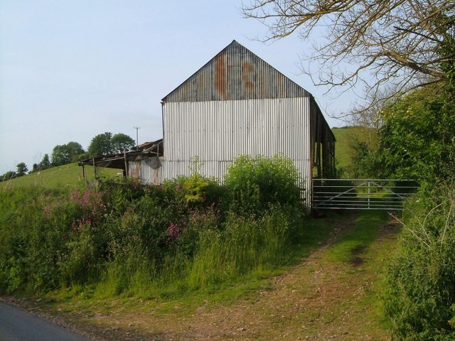 Barn near Pinn Lane Corner